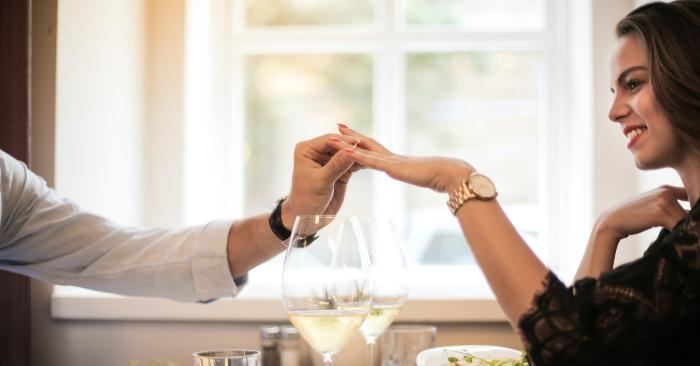 Đàn ông ngoại tình ngoài bản chất ham mê cái mới lạ, thì nguyên nhân chính lại do cách úng xử của người vợ trong cuộc sống hôn nhân.