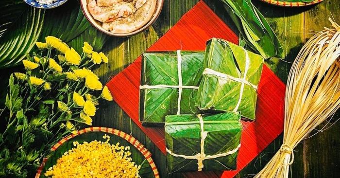 Nguyên liệu làm bánh chưng gồm gạo nếp, đậu xanh, thịt lợn, lá dong và bánh thường được làm vào các dịp Tết cổ truyền của dân tộc Việt, cũng như ngày giỗ tổ Hùng Vương) (mùng 10 tháng 3 âm lịch).