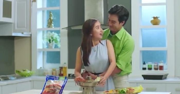 Ngày Tết là những ngày vợ luôn tất bật nấu ăn cho gia đình và khách khứa. Cần lắm sự chia sẻ động viên của chồng.