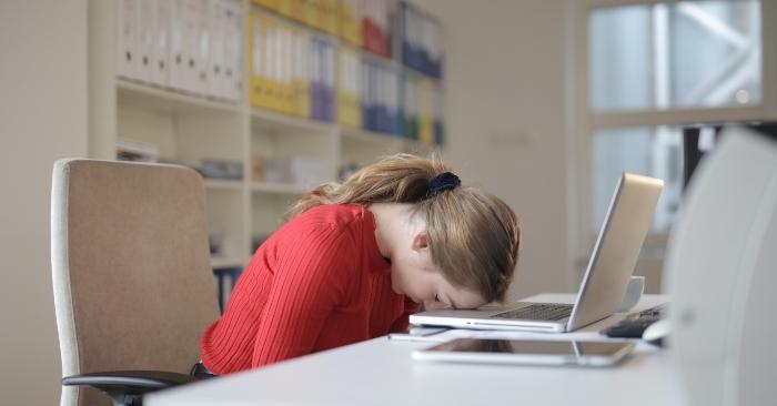 Một trong những triệu chứng báo trước ngu cơ đột quỵ ở phụ nữ đó là bỗng nhiên ngất xỉu không do tác động môi trường.