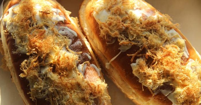Bánh mì Tám Cẩu, 460 Điện Biên Phủ, quận 10. Chị Hà Thị Lượng, chủ nhân của xe bánh mì lâu đời này cho biết: Cha chị họ Hà, người gốc Hoa ...