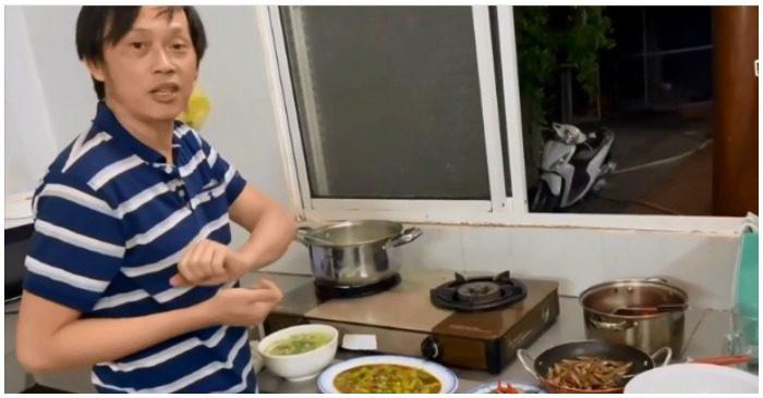 Hoài Linh tự nấu cơm tối với những món ăn dân dã (ảnh chụp màn hình video).