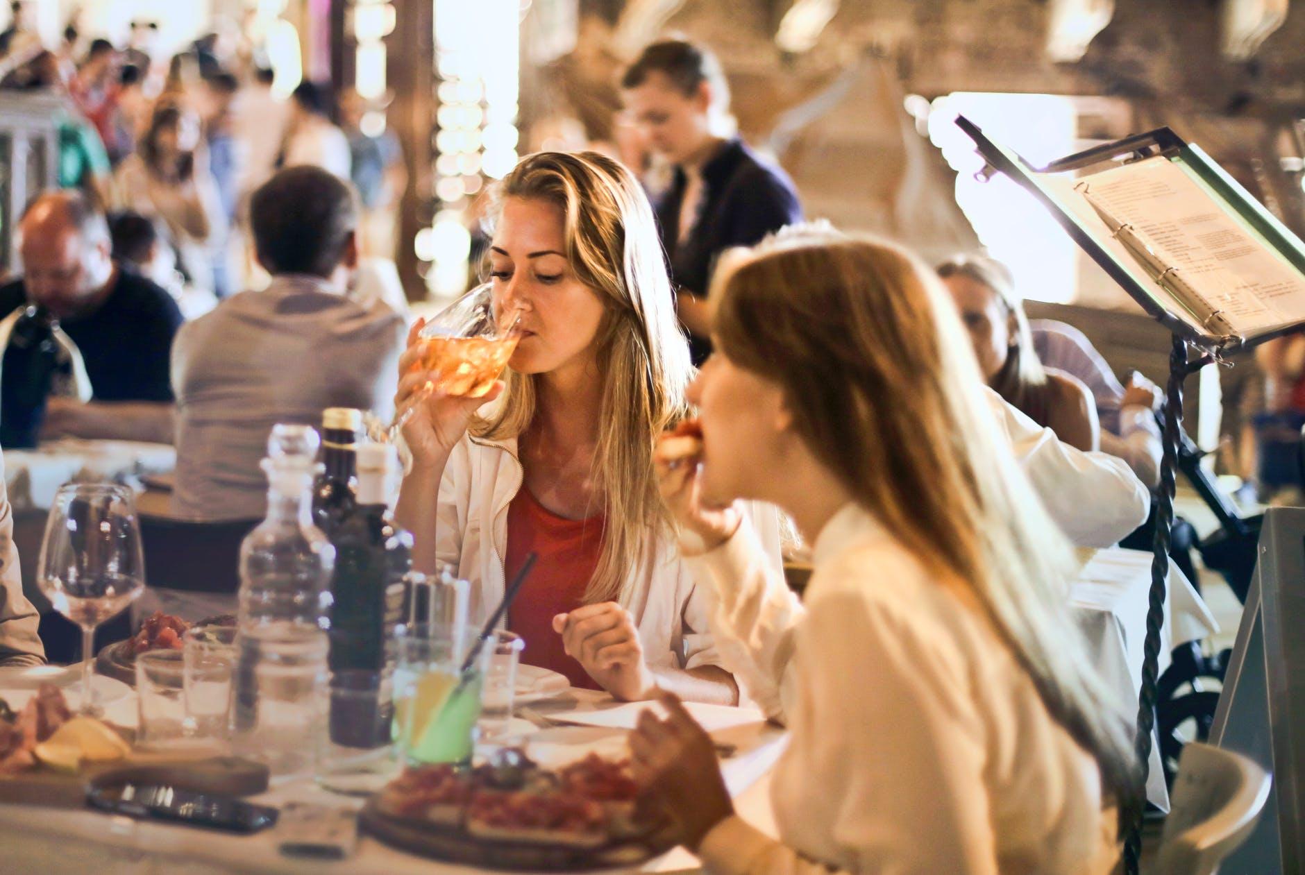 phép lịch sử tối thiểu ai cũng nên biết; đừng nói gì cũng được; phép lịch sự cơ bản; phep lich su; phép lịch sự trong giao tiếp; phép lịch sự trong ăn uống; phép lịch sự là gì; tại sao phải lịch sự