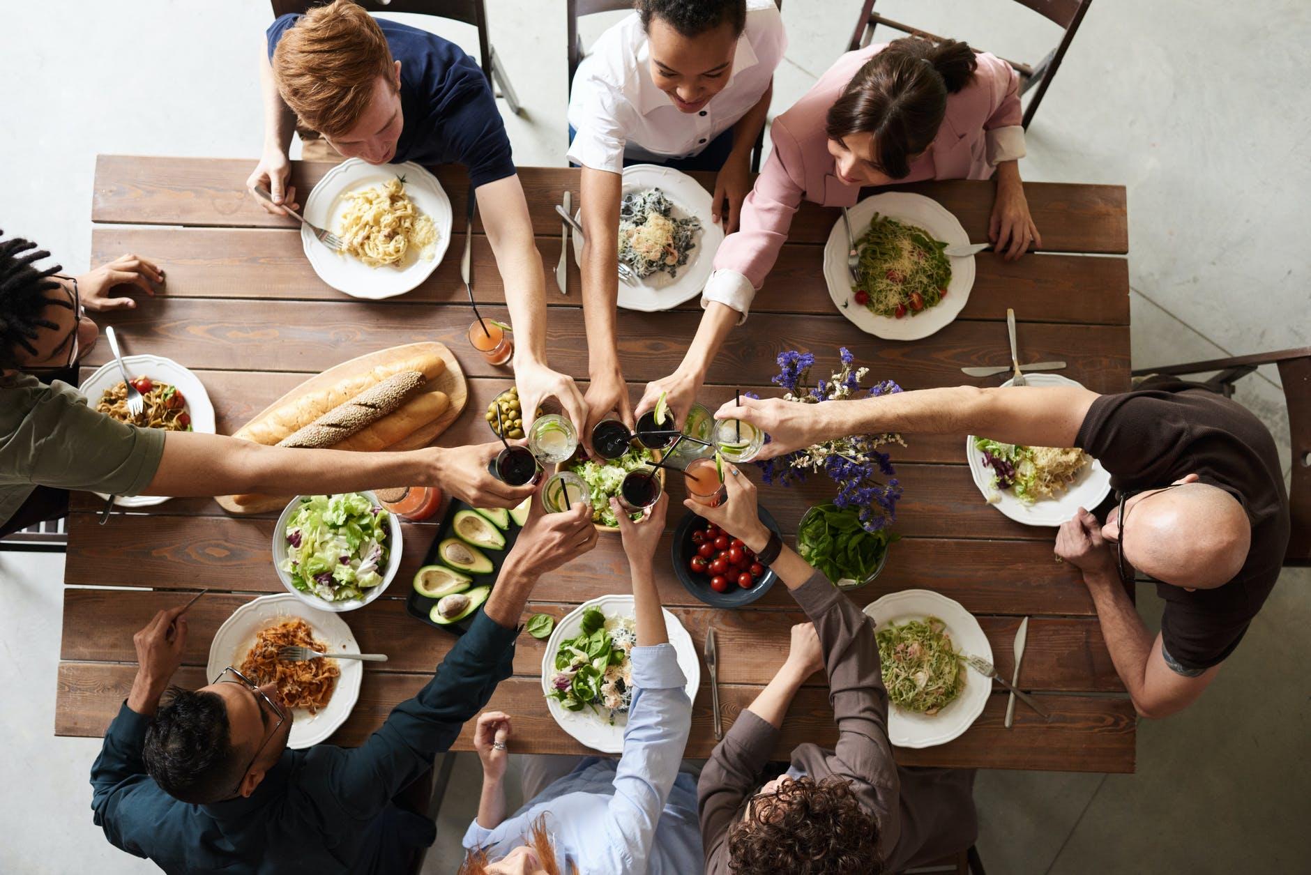 phép lịch sử tối thiểu ai cũng nên biết; phép lích sự trên bàn ăn; phép lịch sự cơ bản; phep lich su; phép lịch sự trong giao tiếp; phép lịch sự trong ăn uống; phép lịch sự là gì; tại sao phải lịch sự
