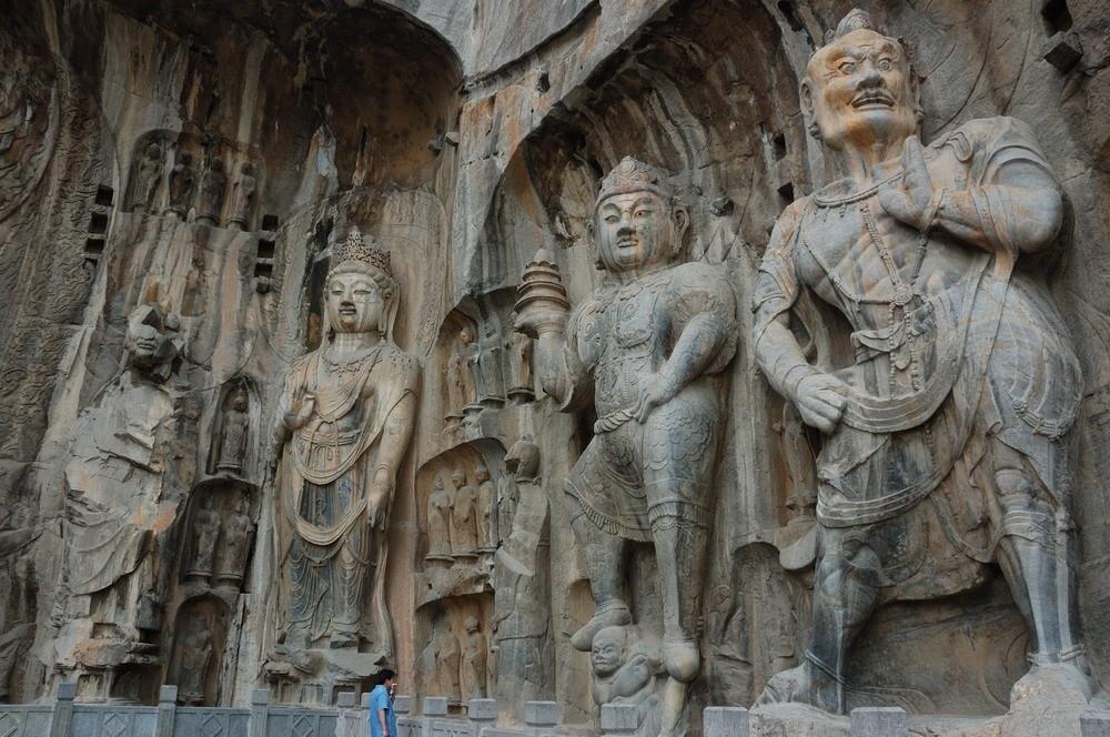 Các bức tượng Phật tại hang Mạc Cao