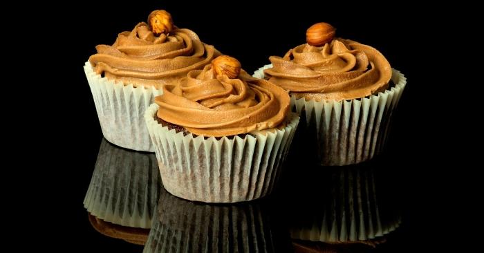 Bánh cupcake sinh nhật là một món ăn ngọt dạng cốt như bánh bông lan xốp và được phủ lên một lớp kem dày vừa để trang trí vừa để tăng thêm hương vị cho bánh. Bánh sinh nhật là loại bánh được trang trí công phu và phổ biến nhất ở trên thế giới.
