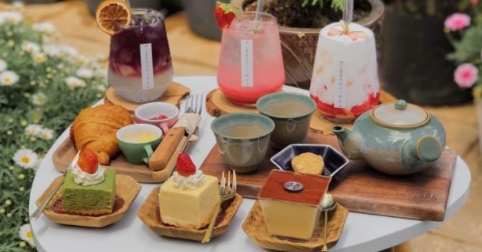 Các thành phần bổ sung và hương liệu phổ biến của bánh bao gồm đồ khô, kẹo, hoặc trái cây tươi, các loại hạt, ca cao và chiết xuất như vani, với nhiều thay thế cho các thành phần chính.