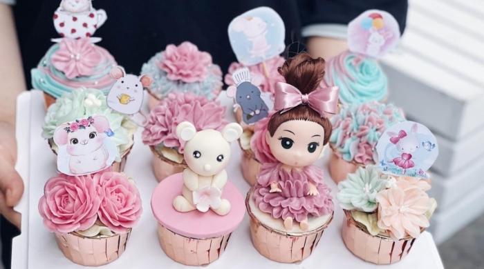 Vào các ngày hội, người ta thường làm các bánh lớn với đủ hình dạng tùy theo nội dung lễ hội và yêu cầu của thực khách, đã có bánh hình ngôi nhà, công chúa, hoa, hình của người nổi tiếng hay bất cứ hình nào.