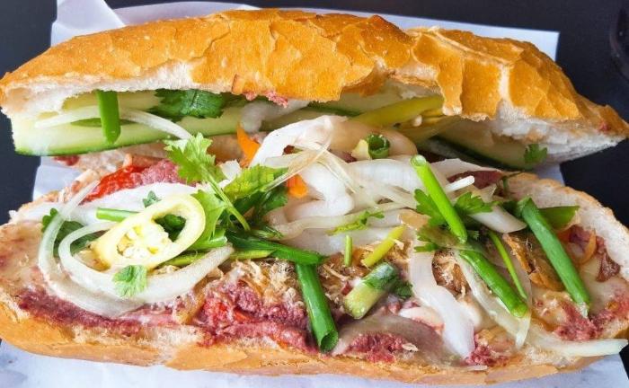 Bánh mì pate Huỳnh Hoa