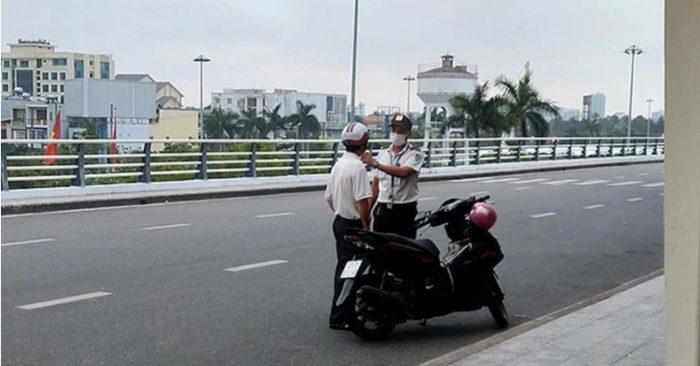 Cách hành xử thiếu văn hóa gây bức xúc của an ninh sân bay đối với người đi lạc