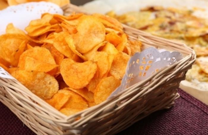 Ăn khoai tây có thể tạo cho bạn cảm giác no lâu, từ đó ngăn sự thèm ăn và lượng calo nạp vào cơ thể, rất thích hợp với những ai đang muốn giảm cân. Protein PI2 trong khoai tây cũng có tác dụng ức chế các cơn thèm ăn khá hiệu quả.