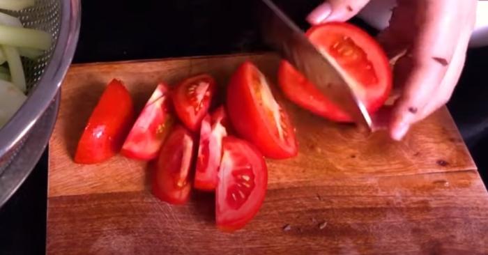 Cách nấu bún sườn dọc mùng thơm ngon hấp dẫn