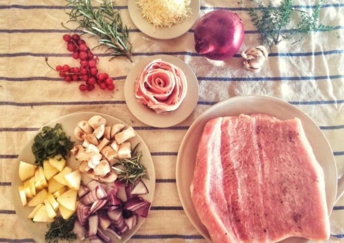 Một điều mọi người cũng cần lưu ý là trong thịt heo có cholesterol. Cholesterol có trong nhiều loại thực phẩm có nguồn gốc động vật như thịt, trứng, sữa. Ăn ở mức độ vừa phải sẽ không ảnh hưởng đến sức khỏe vì không gây biến động nồng độ cholesterol trong máu. Cửa hàng bán thịt lợn sạch; Cửa hàng bán thịt lợn nhập khẩu tại Hà Nội;
