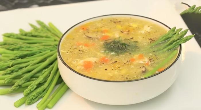 Một nghiên cứu ở Hà Lan cho thấy rằng những trẻ mới biết đi được cho ăn súp rau có chứa rau bina và các loại thảo mộc khác trong 7 tuần, cho thấy khả năng trẻ em chịu ăn tất cả các loại rau được cải thiện. Trẻ em từ một nhóm khác không ăn được súp và sự chấp nhận ăn rau củ của chúng đối với các loại rau không thay đổi. Súp rau củ kiểu Ý; Súp rau củ kiểu Nga; Súp rau củ kiểu âu;