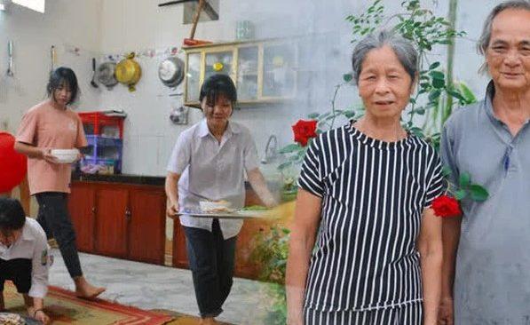 Cặp vợ chồng 60 năm nuôi học sinh ăn, ở miễn phí