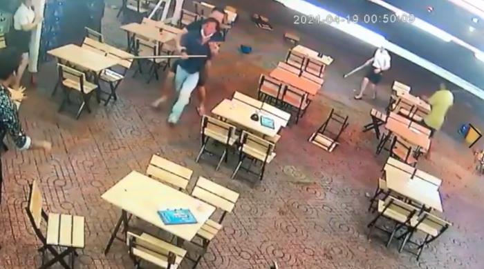 CSGT Chợ Lớn nổ súng trấn áp một vụ hỗn chiến ở quán nhậu
