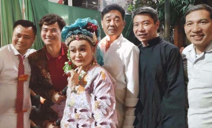 Quốc Khánh, Công Lý và dàn nghệ sĩ về quê ăn mừng NSND Tự Long lên chức lão