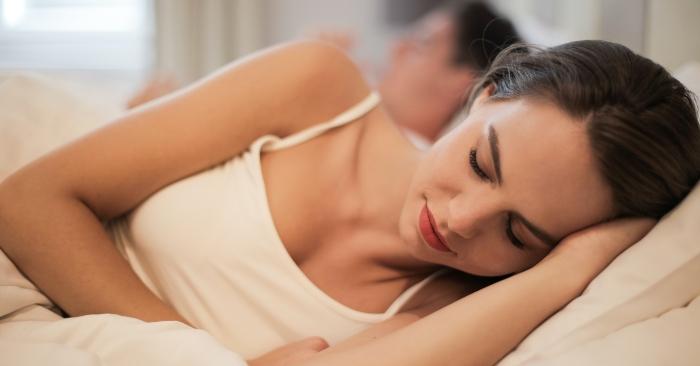 """Nếu người chồng không còn mong muốn duy trì cảm giác quan hệ """"chăn gối"""" đối với vợ; thì điều đó chứng tỏ tình cảm của anh ấy dành cho vợ đã nhạt phai rồi; và có thể đây là dấu hiệu chồng có bồ bên ngoài."""