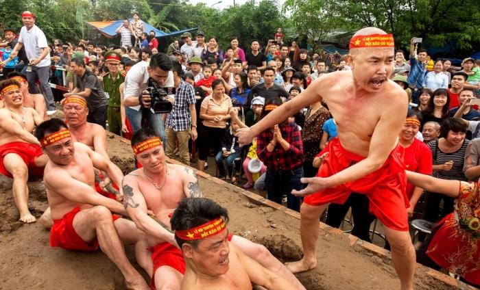 Hội thi kéo co; Lễ hội kéo co ở Việt Nam; Kể về lễ hội kéo co; Thuyết minh về trò chơi kéo co; Kể lại một trận thi đấu thể thao kéo co lớp 3.