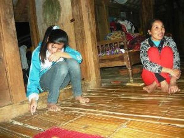 Hà Thị Mai Anh cùng mẹ trong câu chuyện luân hồi