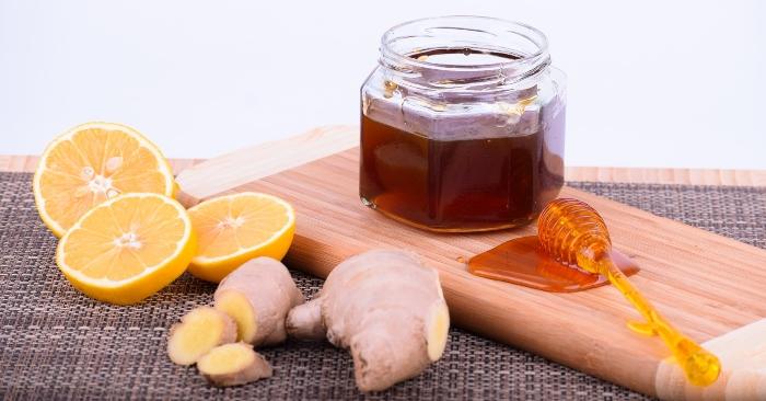 Mật ong chứa thành phần chủ yếu là đường, cùng các axit amin, vitamin, khoáng chất, sắt, kẽm và chất chống oxy hóa. Chúng rất có lượi cho sức khỏe.