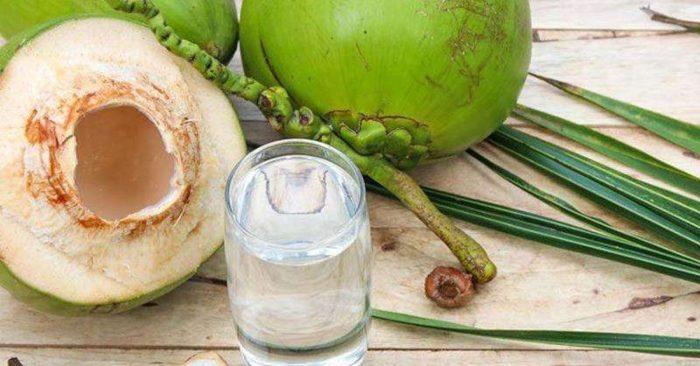 Nước dừa là chất lỏng trong suốt, vị thơm ngon, được chứa đựng bên trong quả dừa non (hay còn gọi là dừa xanh). Đây là loại nước giải khát chứa ít calo, chất béo nhưng lại rất giàu khoáng chất và vitamin, cùng các chất dinh dưỡng như: Axit lauric, sắt, clorua, kali, natri, magiê, canxi và phốt pho