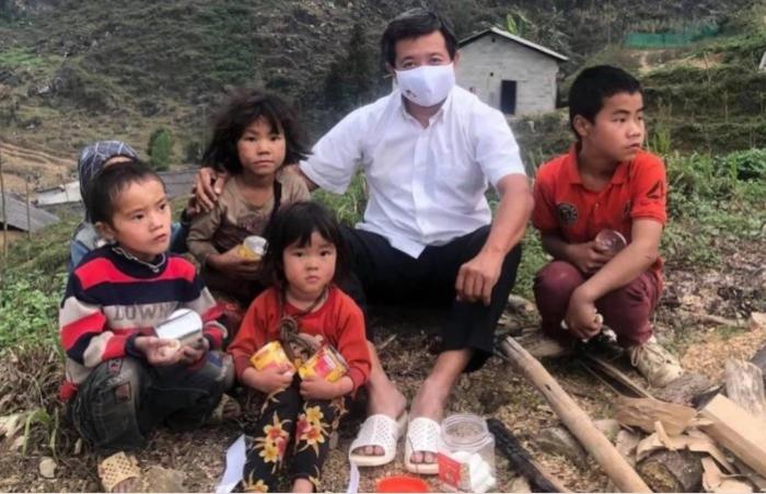 Ông Đoàn Ngọc Hải quyết định 'nóng' giúp bé bị vẹo xương sống ở Lai Châu