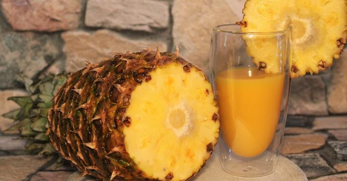 Vitamin C trong trái thơm mang đến lợi ích bất ngờ cho làn da vì đặc tính chống oxy hóa, đồng thời giúp bảo vệ cơ thể bạn nhờ tăng sự đề kháng từ các gốc tự do.