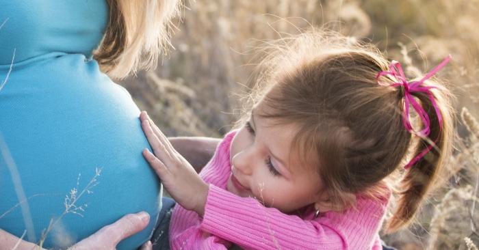 Mẹ bầu nên bổ sung đầy đủ các chất dinh dưỡng vào chế độ ăn trong thai kỳ.