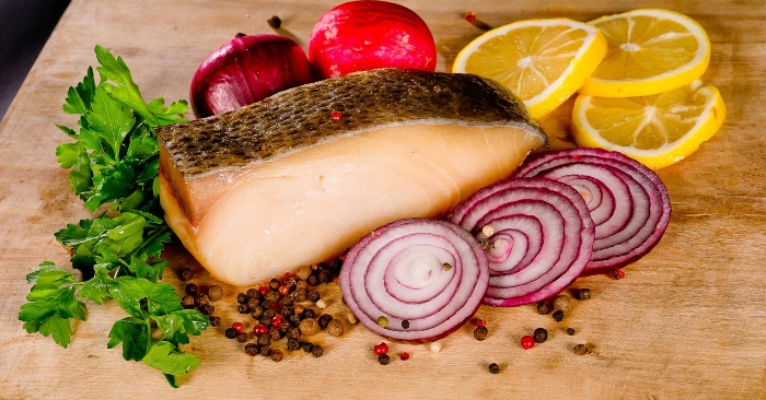 Bổ sung cá vào khẩu phần ăn, đặc biệt là cá giàu axit béo omega-3; vì đây là nguồn protein dồi dào, tốt cho sức khỏe não bộ khi phai làm việc ban đêm.