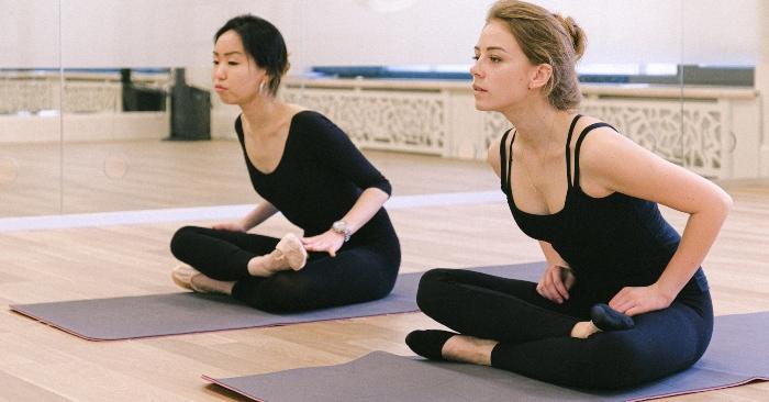 Yoga (sa. yoga), hay còn gọi là Du-già (zh. 瑜伽), là một họ các phương pháp luyện tâm và luyện thân cổ xưa bắt nguồn từ Ấn Độ. Các nhà nghiên cứu cho rằng, thế giới tâm linh của Ấn Độ được phổ biến chính qua khái niệm Yoga này.