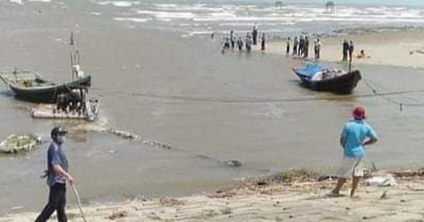 Hiện trường khu vực biển nơi 3 em học sinh lớp 7 bị mất tích - Ảnh: Người dân cung cấp
