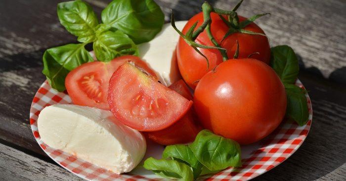 Cà chua lợi ích; cà chua lợi và hại; cà chua lợi sữa; quả cà chua có lợi ích gì; Cà chua tốt cho sức khỏe; cà chua và sức khỏe; Cà chua chứa nhiều vitamin A, C kali, sắt, kẽm…rất tốt cho vóc dáng và làn da của chị em phụ nữ.