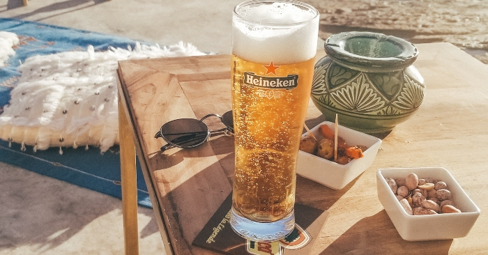 Thành phần chính của bia là nước, lúa mạch đã mạch nha hóa, hoa bia và men bia.