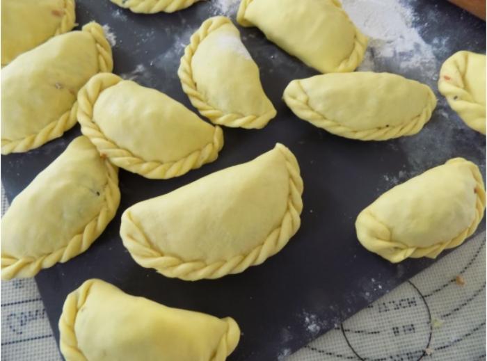 Cách làm bánh gối Nam Định; Cách làm bánh gối ngon như ngoài hàng; Cách pha nước chấm bánh gối; Cách làm bánh gối chiên giòn đơn giản tại nhà.