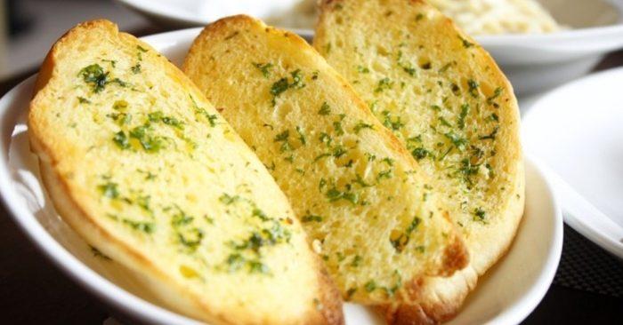 Cách làm bánh mì bơ tỏi ngon như tiệm..