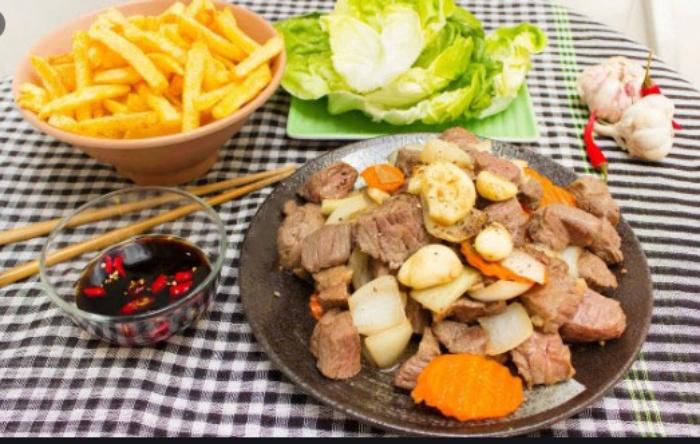 Cách làm bò lúc lắc khoai tây chiên mềm ngon đơn giản; Cách làm khoai tây chiên; Bò lúc lắc miền Nam; Cơm bò lúc lắc; Cách làm bò lúc lắc phô mai.
