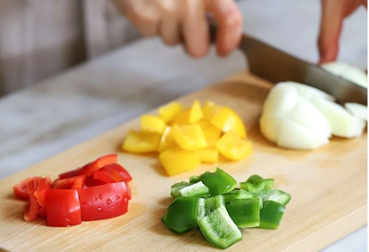 Cách làm bò lúc lắc khoai tây chiên mềm ngon đơn giản; Cách làm bò lúc lắc ớt chuông; Cách làm bò lúc lắc chua ngọt; Cách làm bò lúc lắc chấm bánh mì.