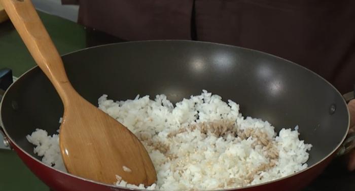 Cách làm cơm chiên muối ớt xanh hấp dẫn, lạ miệng; Cơm chiên muối é Nha Trang; Cơm chiên cá mặn Quận 5; Cơm chiên muối é tphcm; Cơm chiên cá mặn Quận 1.