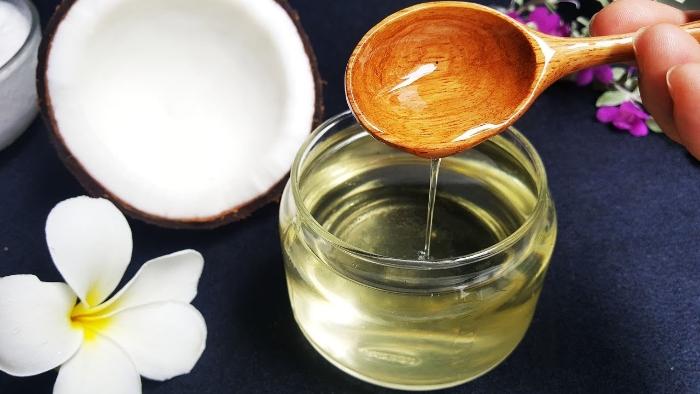 Công dụng của dầu dừa trong làm đẹp; Dầu dừa có tác dụng gì cho tóc; Dầu dừa có tác dụng gì cho môi; Nhai dầu dừa có tác dụng gì.