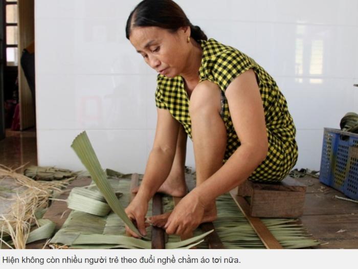Hà Tĩnh: Nghề truyền thống chằm áo tơi gần 200 năm tuổi