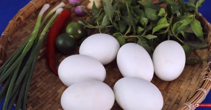 Trứng vịt lộn nướng muối ớt ở Sài Gòn; cách làm món hột vịt lộn nướng muối ớt.