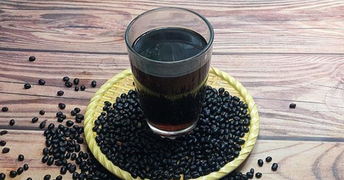 Theo Đông y dùng đậu đen lượng nhỏ hằng ngày có thể duy trì sự hoạt động của thận được bền bỉ ổn định lâu dài. Do đó, da dẻ luôn được hồng hào tươi trẻ,