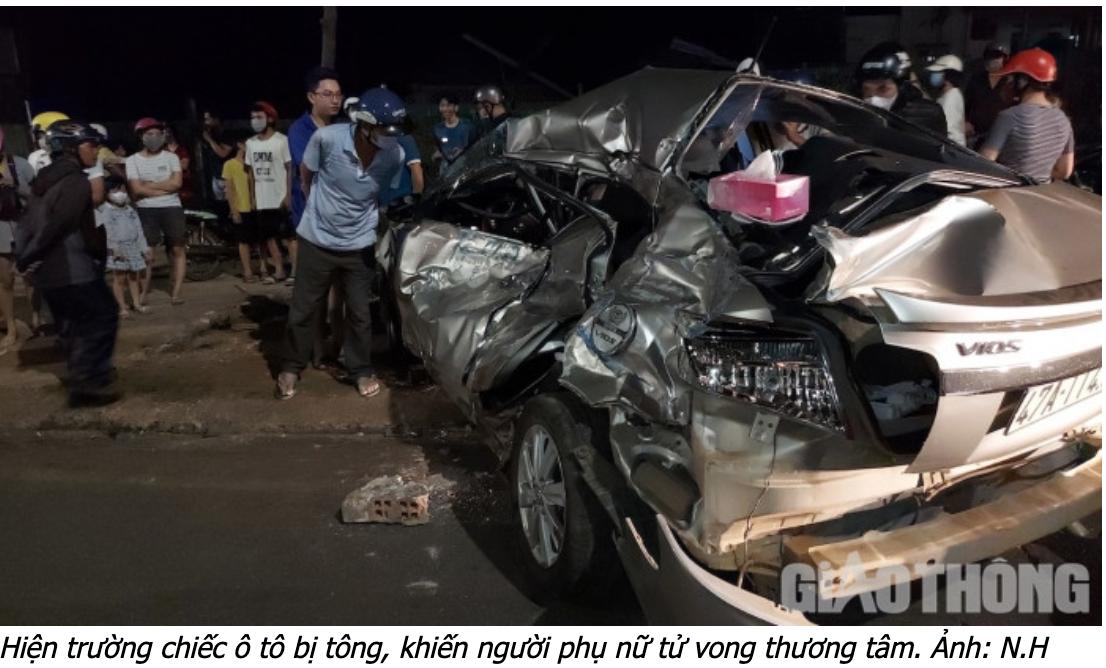 Nữ tài xế thiệt mạng trong ôtô con bẹp dúm.