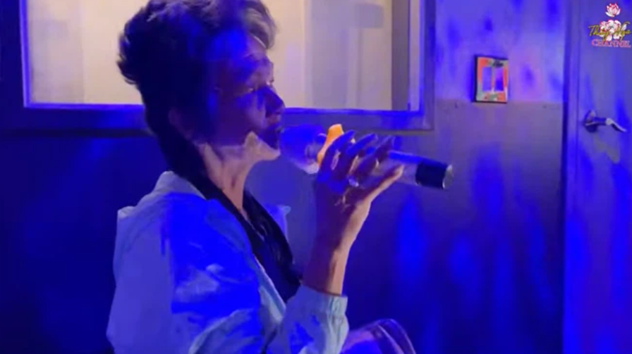 Ca sĩ Kim Ngân bất ngờ cầm micro khoe giọng, hát lại nhạc xưa và cả nhạc trẻ