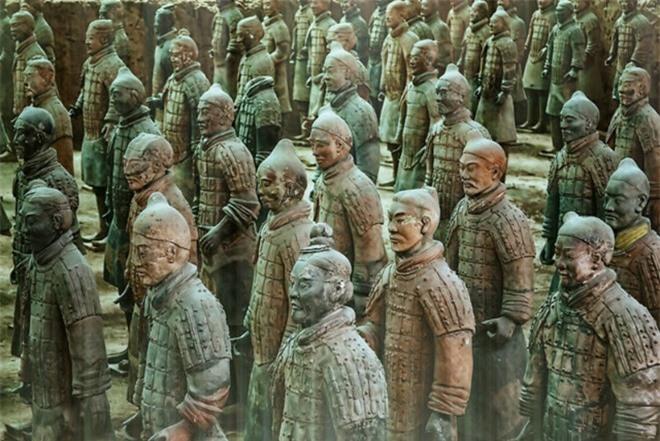 bí ẩn về đội quân đất nung là một quần thể tượng người, ngựa bằng đất nung gần Lăng mộ Tần Thủy Hoàng. Đội quân đất nung hay Tượng binh mã Tần Thủy Hoàng
