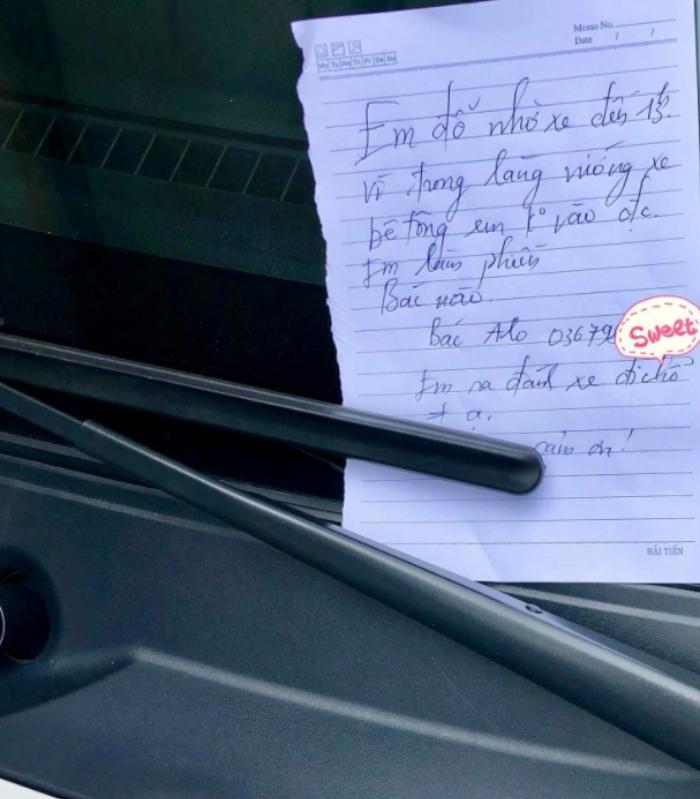 Tờ giấy nhắn gây xôn xao của nữ tài xế đỗ xe chắn cửa