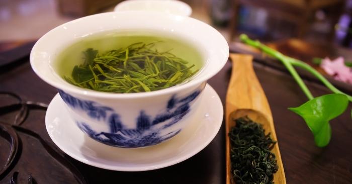 Hãm trà hay pha trà là cách để tạo ra nước trà, thường sử dụng hai gam trà mỗi 100 ml nước tương đương khoảng 1 thìa cà phê trà xanh trong 150 ml mỗi cốc.
