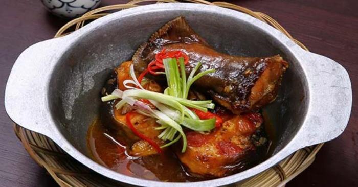 Cá tầm kho riềng và cá tầm kho tộ; tầm kho xì dầu; Cá tầm kho sả ớt; Cá tầm sốt cà chua; Món ngon từ cá tầm.