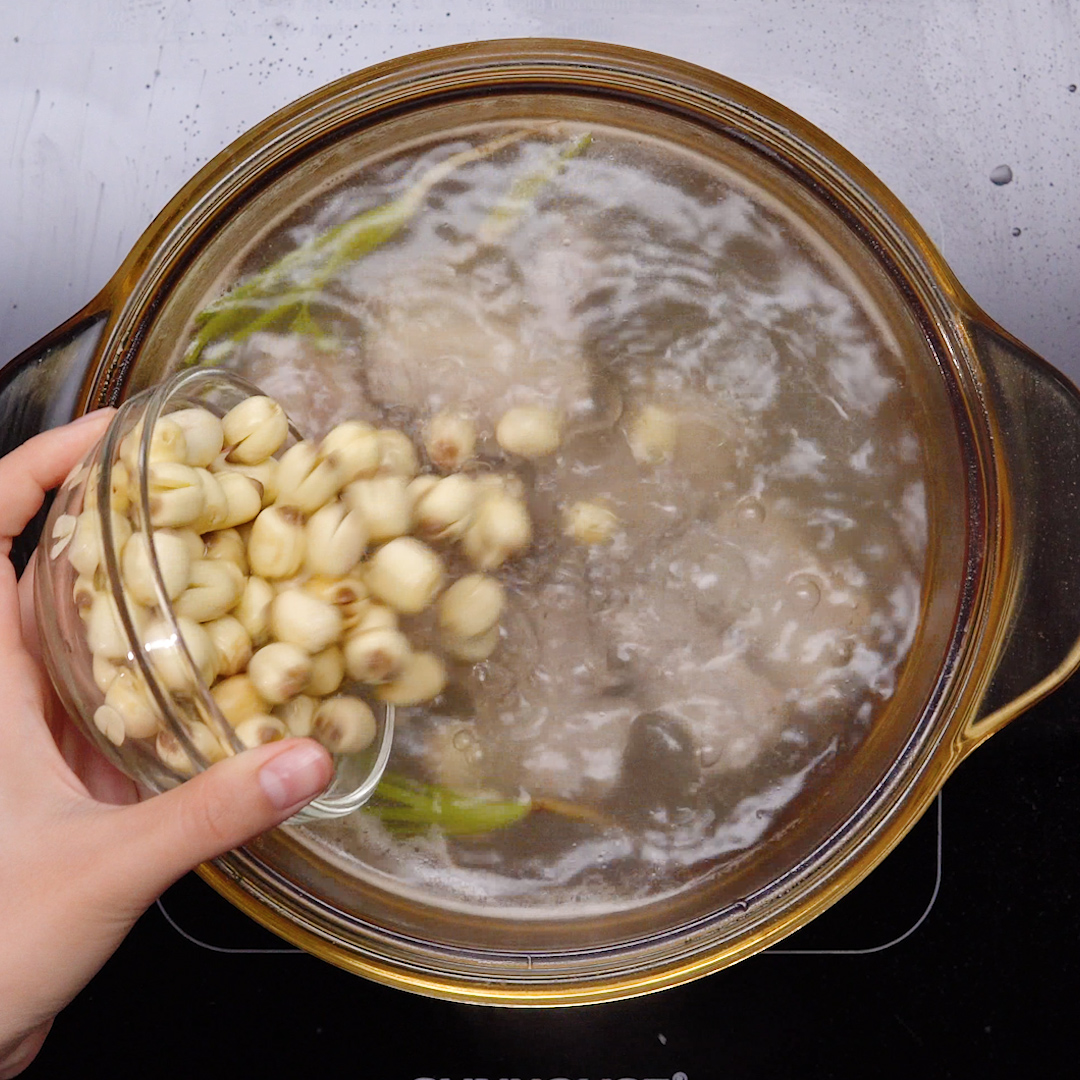 Cách nấu canh hạt sen với sườn; hạt sen nấm hương; Cách nấu canh hạt sen rau củ; Cách nấu canh nấm hạt sen chay; Canh đậu đỏ hạt sen.